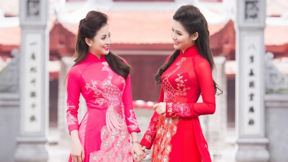 Làm thế nào để mặc áo dài cưới đẹp như các ngôi sao?