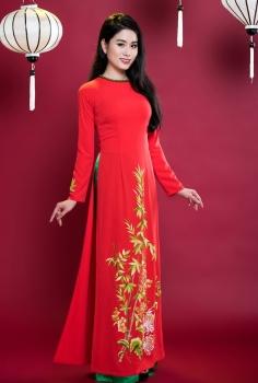 Áo dài truyền thống màu đỏ vẽ Tre vàng