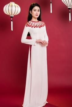 Áo dài truyền thống màu trắng thêu giọt nước đính pha lê