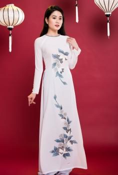 Áo dài truyền thống màu trắng thêu hoa đính kim tuyến