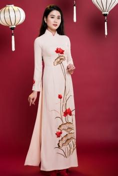 Áo dài truyền thống màu trắng thêu hoa Sen đỏ nổi bật