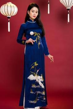 Áo dài truyền thống màu xanh đen thêu cây Tre, con Cò, Ánh Trăng