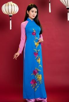 Áo dài truyền thống phối màu xanh hồng thêu hoa cúc