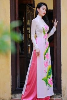 Áo dài truyền thống màu trắng hoa Sen hồng