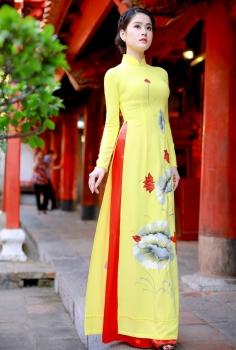 Áo dài truyền thống màu vàng vẽ hoa Sen đỏ