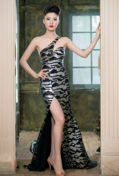 Đầm dạ hội đen xám xẻ chân lạ mắt độc đáo