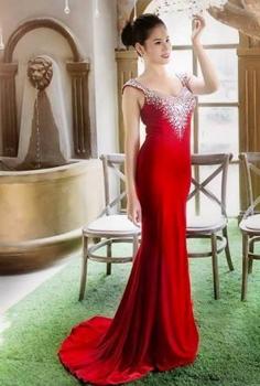 Đầm dạ hội đính đá cổ V sang trọng lấp lánh