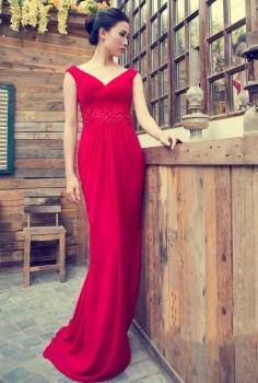 Đầm dạ hội đỏ dáng dài cổ V kết cườm tạo eo