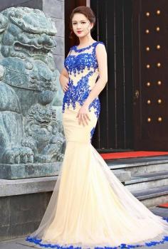 Đầm dạ hội đuôi cá ren màu nude đắp ren xanh