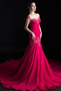 Đầm dạ hội màu hồng kết hoa ren đính pha lê