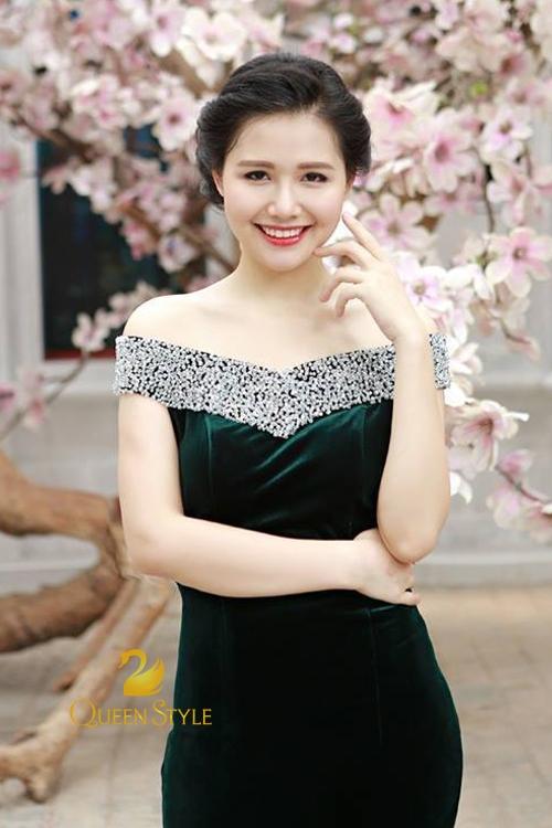 Đầm dạ hội đen đầy quyến rũ và gợi cảm