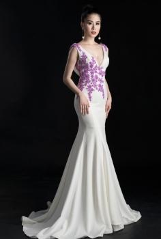 Đầm dạ hội trắng kết hoa tím pha lê