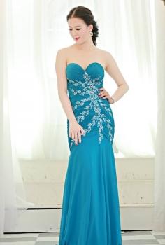 Đầm dạ hội xanh nền trời kết pha lê hình hoa