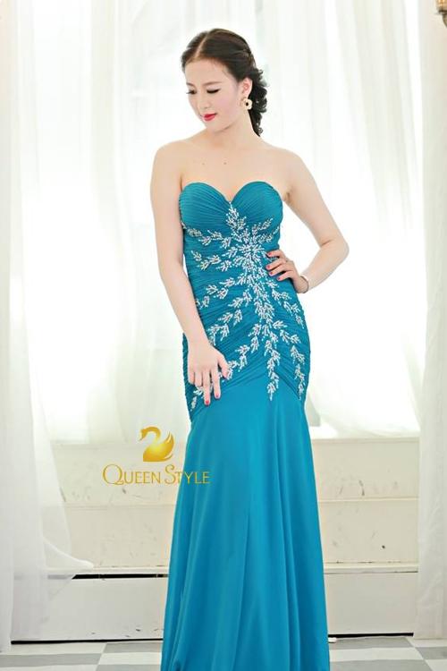 Đầm dạ hội xanh nền trời đầy gợi cảm, quyến rũ