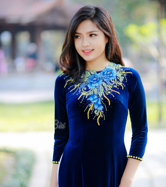Áo Dài Vải Nhung Thêu Hoa Xanh đính Cườm Vàng