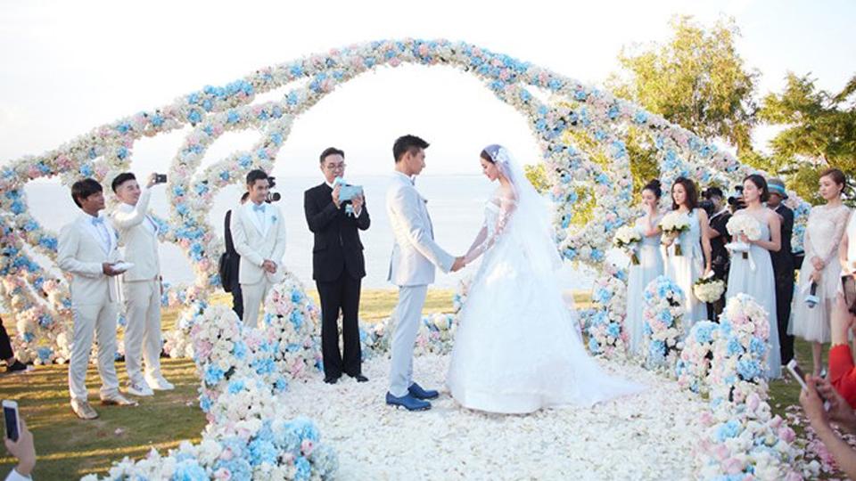 Giúp cô dâu chú rể trang trí tiệc cưới phù hợp với cung hoàng đạo
