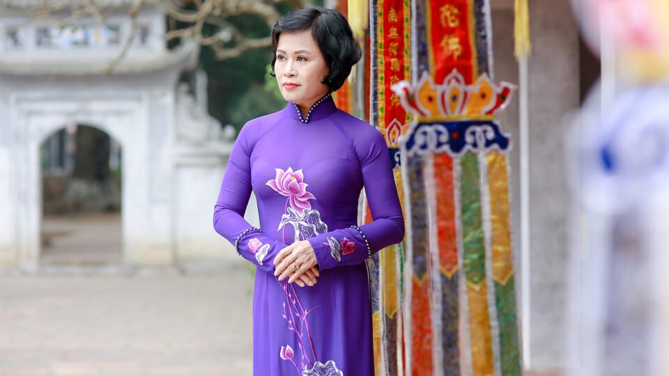 Mẫu áo dài đẹp tuổi trung niên sang trọng, quý phái hợp xu hướng