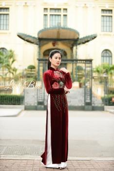 Áo dài trung niên thêu hoa sen đỏ quý phái
