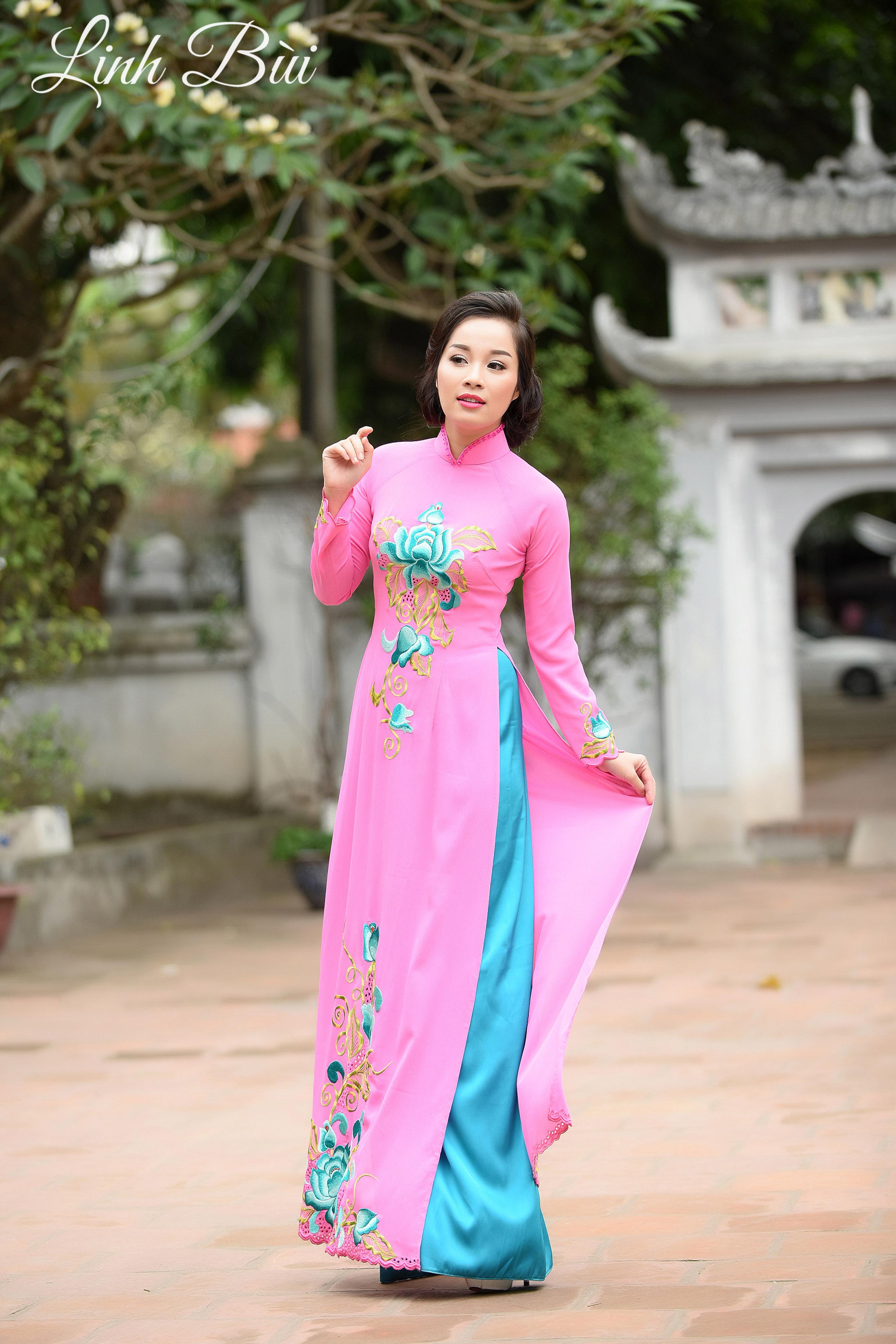 Minh Hương 'Nhật ký Vàng Anh' đằm thắm với áo dài truyền thống.