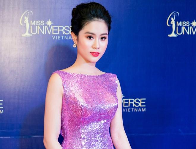 Nhà thiết kế Linh Bùi đọ sắc cùng dàn Hoa hậu Hoàn vũ 2017
