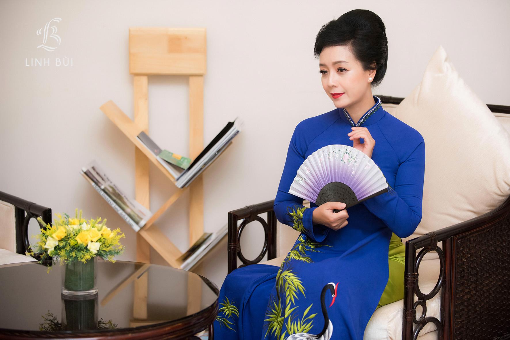 NSƯT Chiều Xuân diện áo dài khoe nhan sắc tuổi 50