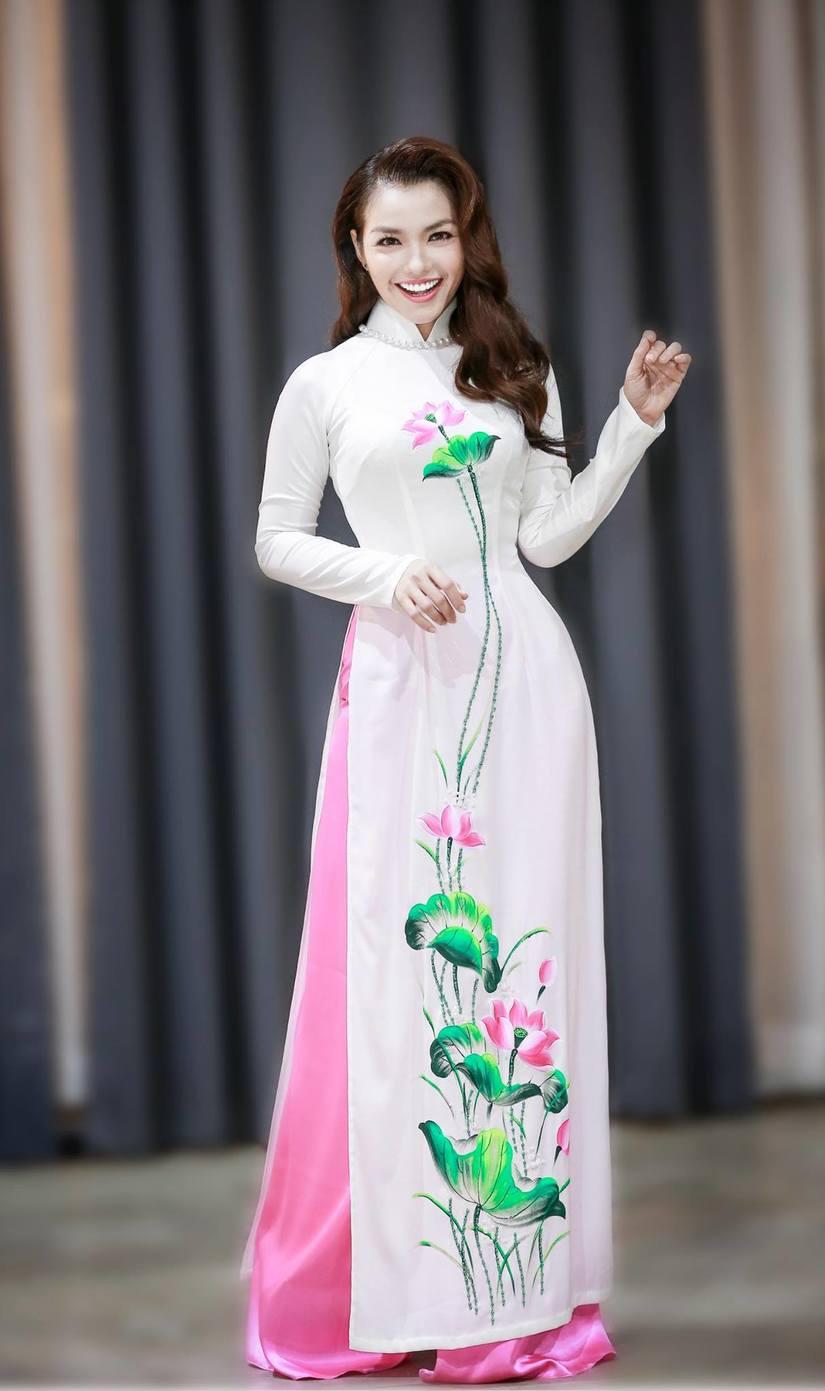 Nàng Hơn Hồng Kim Hạnh diện áo dài khoe vẻ đẹp ngọt ngào 3