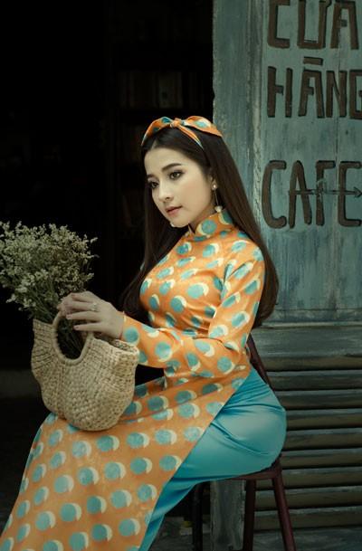 """Á quân Sao Mai Phan Ngọc Ánh diện áo dài """"Cô Ba Sài Gòn"""" đón Tết"""