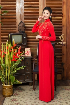 Áo dài cưới đỏ kết đính hoạ tiết vàng óng ánh nổi bật