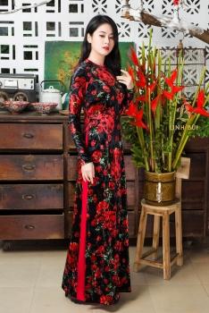Áo dài nhung the hoa đỏ