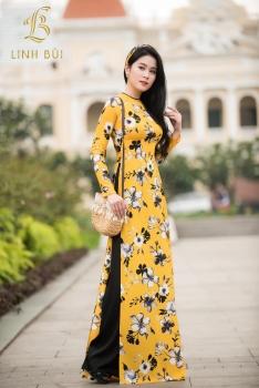 Áo dài vàng họa tiết hoa đen trắng nổi bật