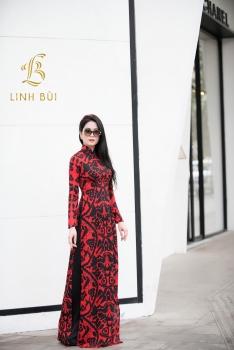 Áo dài lụa họa tiết đỏ đen thời thượng và cuốn hút