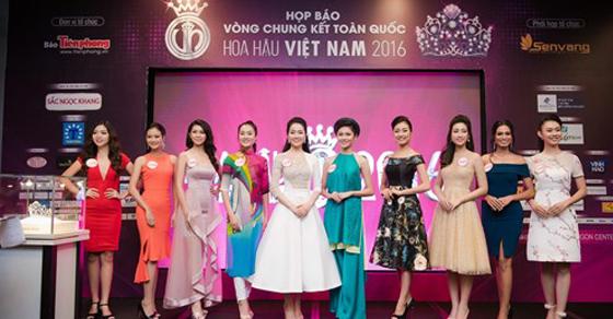 NTK Linh Bùi chăm chút trang dạ hội cho các thí sinh HHVN trong đêm Chung khảo phía Bắc