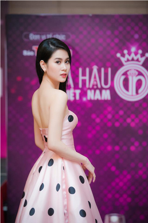 Đại diện NTT trang phục Linh Bùi dự họp báo CKPB - HHVN 2016